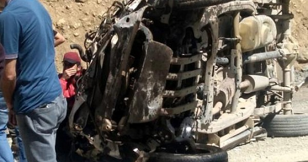 Yüksekova'da araç uçuruma yuvarlandı