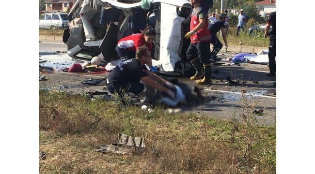 Sakarya'da katliam gibi kaza: Çok sayıda ölü ve yaralı var Ölenlerin isimleri