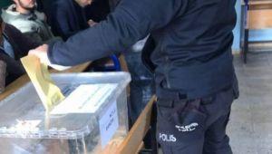 'Halfeti'de polisler belgesiz oy kullanıyor'