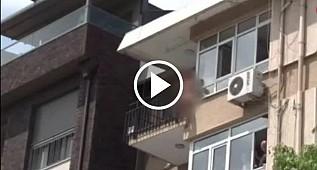 Kadıköy'de çırılçıplak soyunan kadın balkondan atlayıp intihar etti!